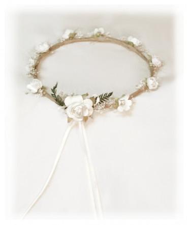 Corona country crudo y flores blancas primera comunión