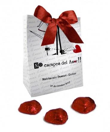 Bolso cinta con bombones recuerdo de matrimonio