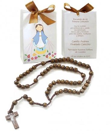 Rosario de madera en bolso cinta recuerdo de Comunión